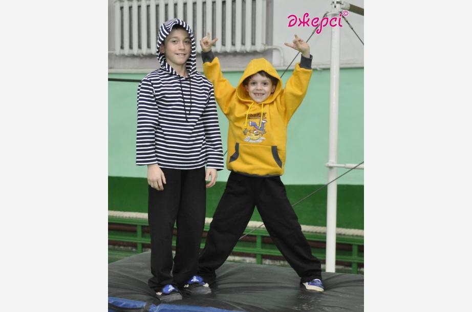 Джемпер Д928 (зліва). Джемпер Д929. Штани Б344, Спортивний одяг, Одяг для школи