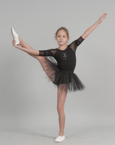девочка с поднятой ногой в Юбке девичей Ю1828, Одежда для танцев